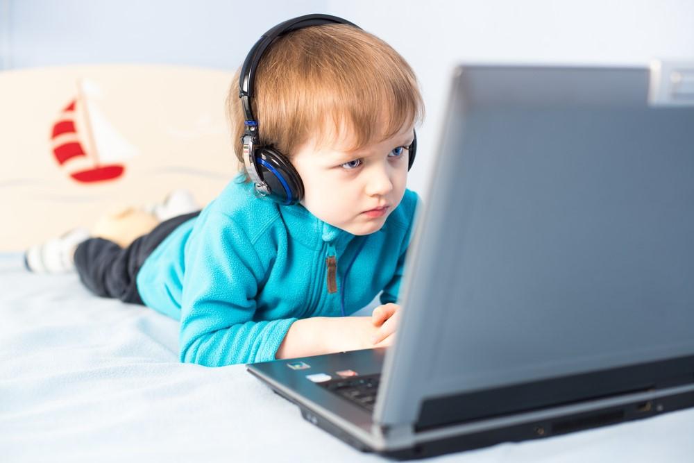 Картинка детей за компьютером