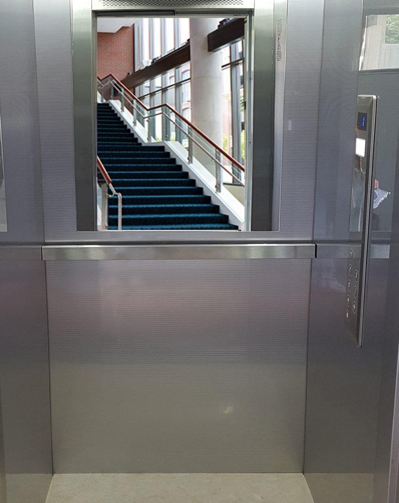 Зачем в лифте нужно зеркало?