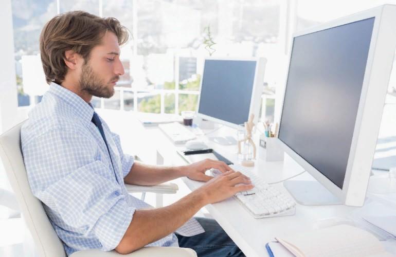 Болят руки после работы за компьютером: что делать при туннельном синдроме?