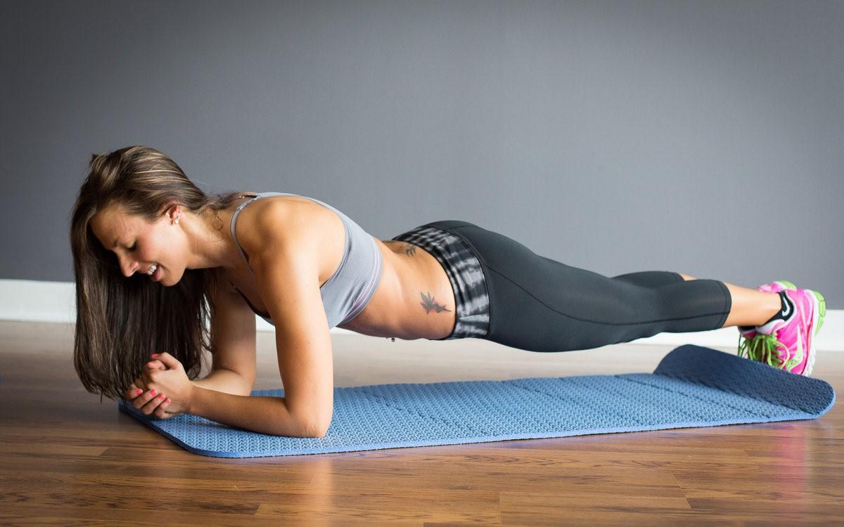 Планка для того, чтобы укрепить тело и мышцы и как следует ее выполнять
