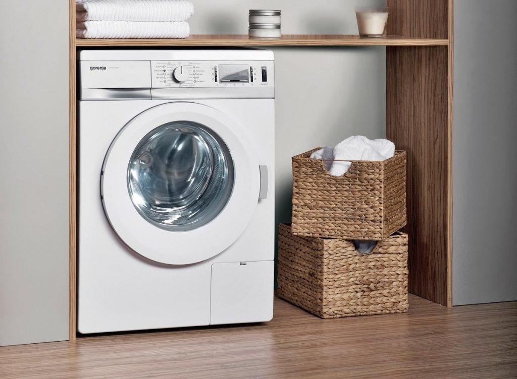 Вещи из стиральной машины воняют: что делать и в чем причина