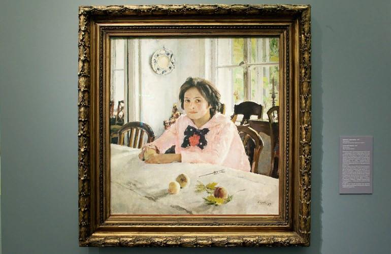 12 интересных фактов про картину «Девочка с персиками»